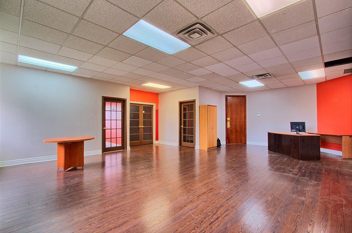 location d 39 espace commercial bureau louer saint leonard montreal acheter location d 39 espace. Black Bedroom Furniture Sets. Home Design Ideas